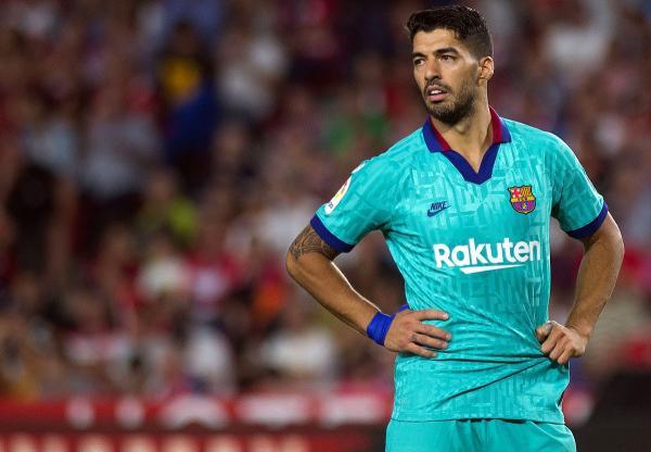 سواريز متألم بسبب الاتهامات الموجهة للاعبي برشلونة