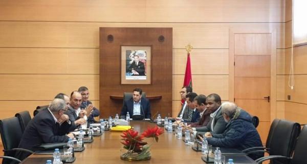 """وزارة أمزازي تتنازل أكثر في مواجهة """"تهديدات"""" المتعاقدين وتلتزم بالحاقهم بنظام خاص"""