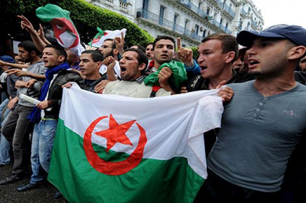 """اضرابات تعليمية خطيرة بالجزائر وتخوفات من تطورها لاضطرابات إجتماعية """"أخطر"""""""