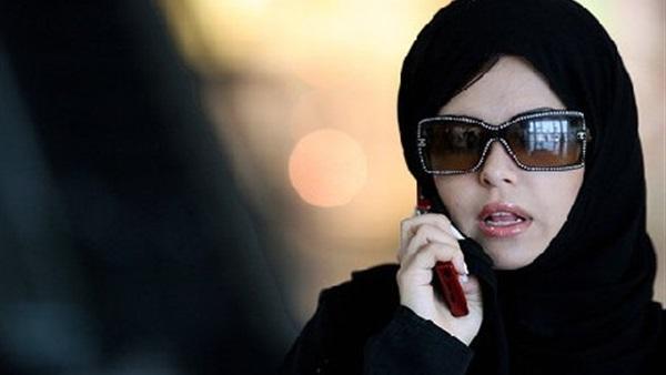 """كويتية تكشف تفاصيل تعرضها لعملية نصب من طرف مغربي على """"الواتساب"""" وتحذر النساء (فيديو)"""