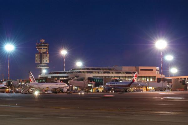 """بالتفاصيل : """"حراك"""" مغربي يتسبب في إيقاف """"حركة الطيران"""" بمطار إيطالي"""
