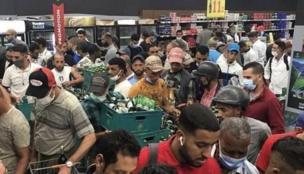 """تهافت كبير على شراء """"الشراب"""" بفاس قبل إغلاق المحلات وحديث عن """"بؤرة خمرية"""" تلوح في الأفق"""