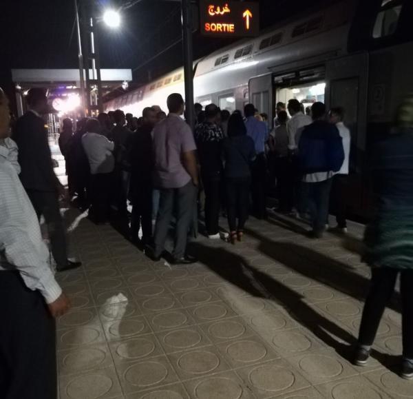 مسافرون عالقون بمحطة النسيم بالبيضاء وإصابة سيدة بأزمة قلبية بسبب تأخر القطار