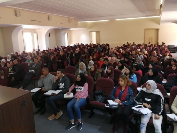 المئات من الشباب في دورة تكوينية مجانية لاجتياز مباراة الأساتذة أطر الأكاديمية