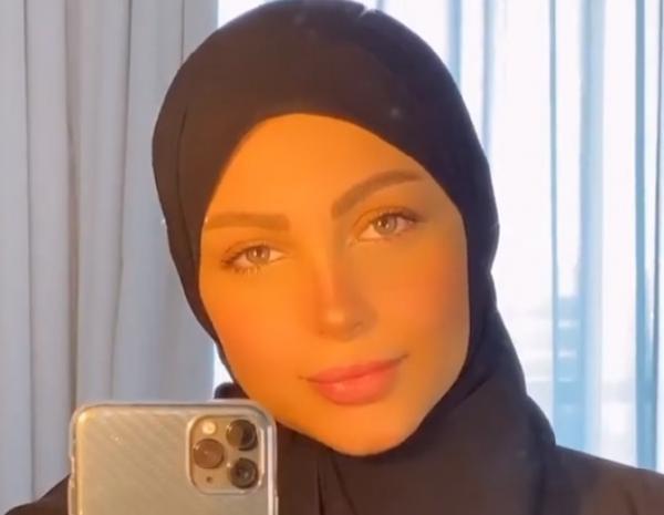 """""""نهيلة باربي"""" تعلن ارتداءها الحجاب وتحذف جميع صورها السابقة (صورة)"""