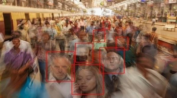 باحثون يطورون تطبيقاً يعتمد على الذكاء الاصطناعي لخداع أنظمة التعرف على الوجوه