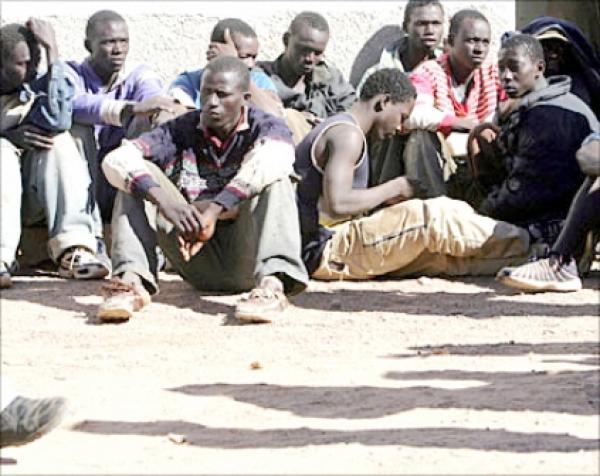وجدة: توقيف 11 شخصا من افريقيا جنوب الصحراء للاشتباه في تورطهم في تنظيم الهجرة السرية وترويج المخدرات