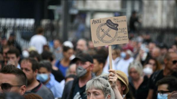 عشرات الآلاف يتظاهرون في عدد من المدن الفرنسية احتجاجا على الشهادة الصحية