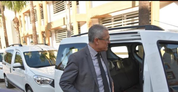 وزير العدل يُسلّم سيارات نفعية لرؤساء كتابة الضبط بالمحاكم التجارية (صور)