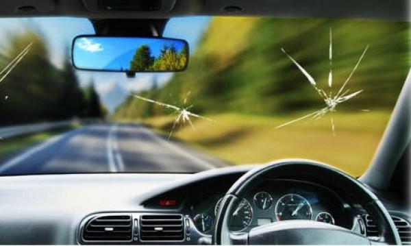 متى يمكنك إصلاح صدمات الحجارة على زجاج السيارة؟