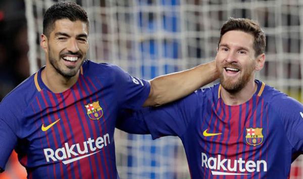 ميسي يدعم سواريز لتجديد عقده مع برشلونة