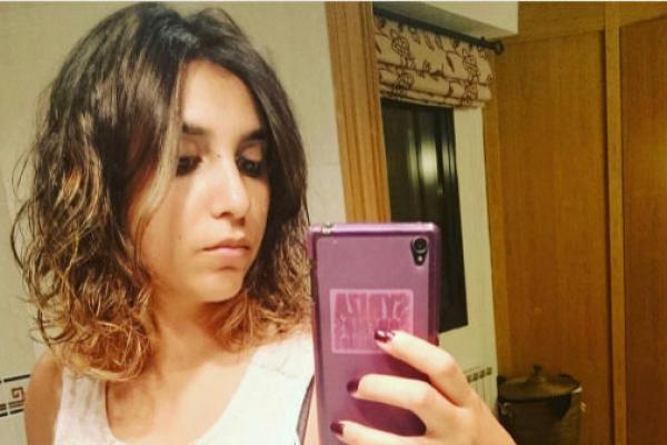 """تفاصيل مثيرة في قضية سرقة هاتف المغربية """"دينا بوسلهام"""" المساعدة السابقة لزعيم حزب """"بوديموس"""" الاسباني"""