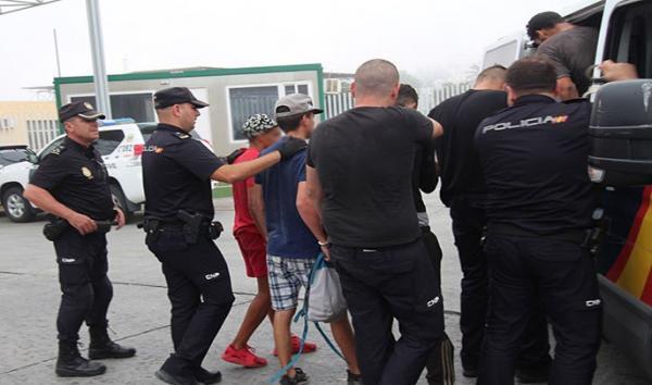 الآلاف من المهاجرين السريين المغاربة المتواجدين بإسبانيا يتلقون خبرا صادما