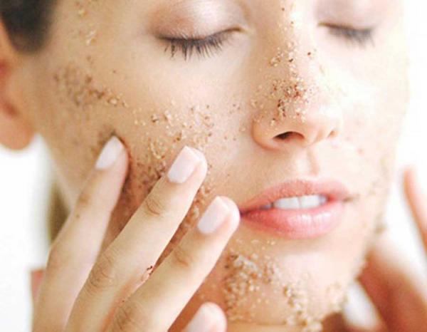 وصفة فعالة لتقشير الوجه
