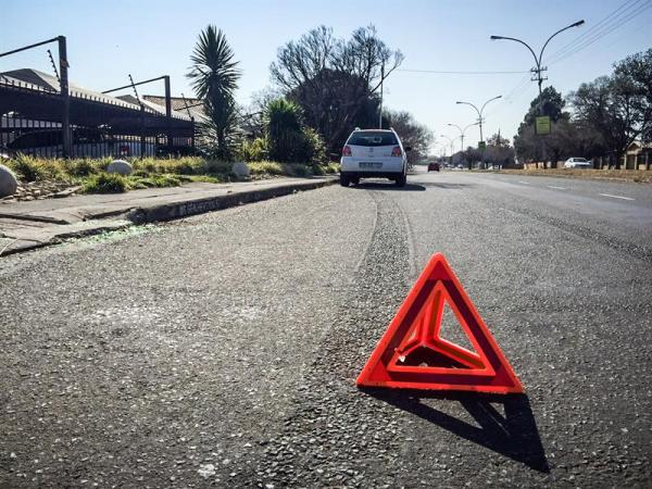 نصائح الخبراء الألمان في كيفية التعامل مع تعطل السيارة على الطرق