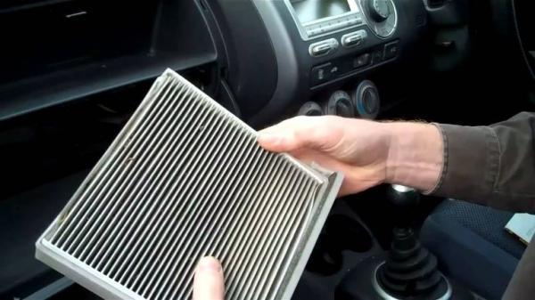 علامات انسداد فلتر الهواء  وكيفية تنظيفه بنفسك