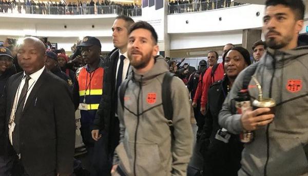 برشلونة يصل إلى جنوب أفريقيا استعدادا لودية خصم الوداد في التشامبيونز