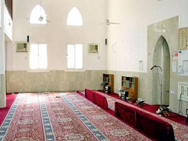 """تفاصيل ضبط شاب وفتاة يُمارسان """"الرذيلة"""" في حمام مسجد خلال صلاة الفجر"""