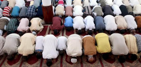 """رجال الأمن يقتحمون مسجدا بطنجة بسبب """"الصلاة السرية"""" والمصلون يهربون الإمام"""