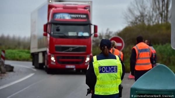 الشرطة تضبط سائق شاحنة يشاهد فيلما جنسيا أثناء القيادة بألمانيا