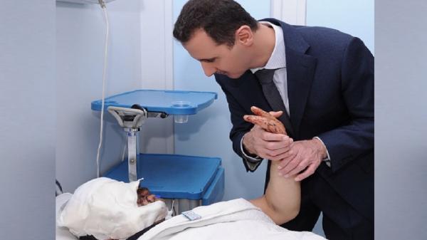 """ما حقيقة صورة """"بشار الأسد"""" مع جرحى انفجار بيروت؟"""