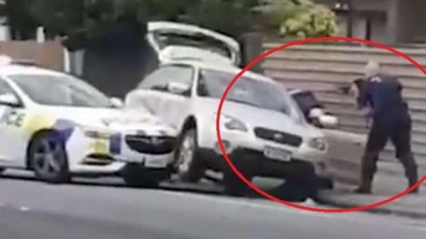 بالفيديو..هكذا ألقى رجل أمن شجاع القبض على منفذ مجزرة المسجدين بنيوزيلندا!