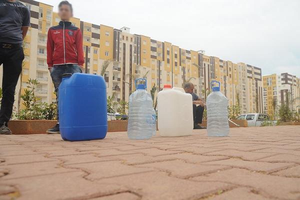 السلطات الجزائرية تشرع في قطع الماء الشروب عن مناطق واسعة بالبلاد والقادم أسوء
