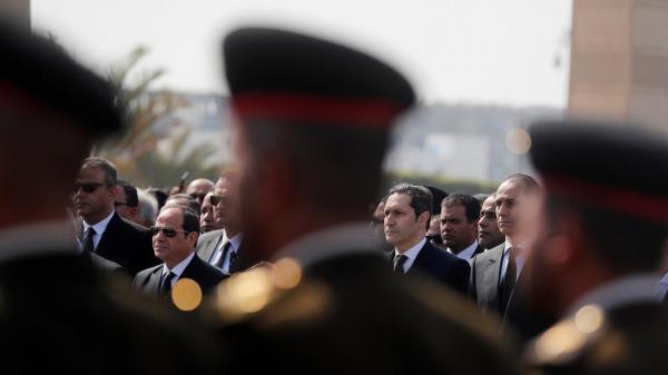 تشييع جثمان الرئيس السابق حسني مبارك في جنازة عسكرية(فيديو)