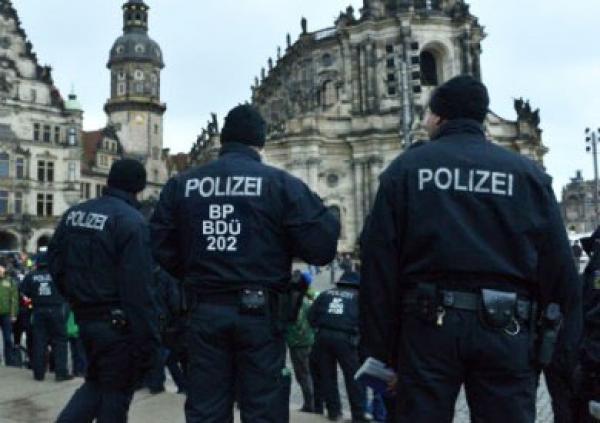 الشرطة الألمانية تعتقل سائق السيارة التي دهست مشاركين في مهرجان