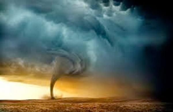 """إعصار """"أوفيلا"""" في عرض المحيط الأطلسي يهدد السواحل المغربية"""