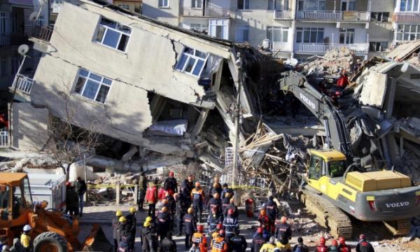 ارتفاع حصيلة ضحايا زلزال شرق تركيا إلى 35 قتيلا وأكثر من ألف مصاب