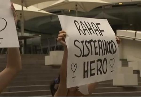 تضامنا مع رهف القنون.. عاريات الصدر في احتجاجات أمام القنصلية السعودية