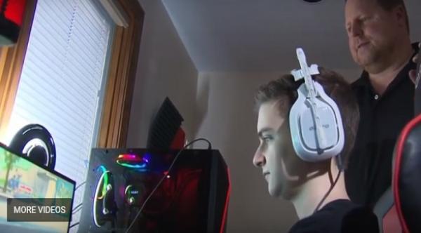 كندي يثير الجدل بسبب إخراجه ابنه من المدرسة  لممارسة ألعاب  الفيديو