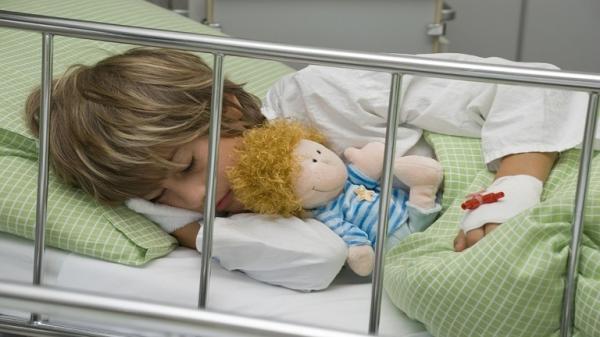 اكتشاف فيروس سبب شللا غامضا لمئات الأطفال