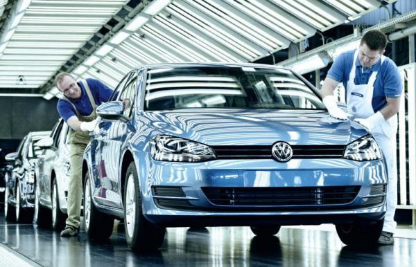 """بسبب تحقيقات بشبهة فساد.. عملاق صناعة السيارات الألماني """"فولسفاغن"""" تتوقف رسميا عن النشاط في الجزائر"""