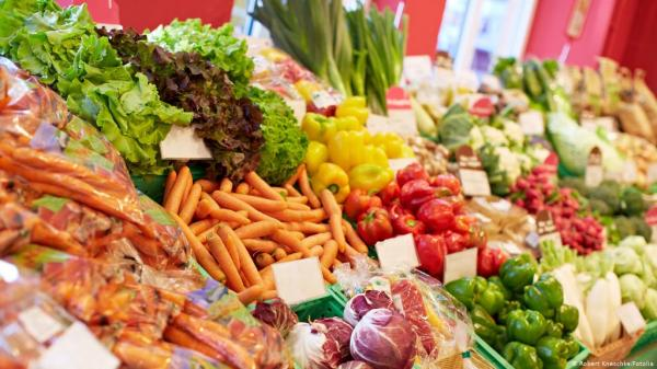 """علماء بريطانيون يكشفون عن مواد غذائية  تسرع الشفاء من """"كوفيد-19"""""""