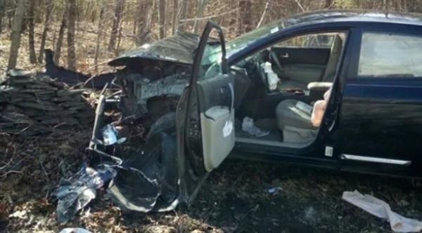 بسبب الرعب من العناكب .. امرأة تحطم سيارتها