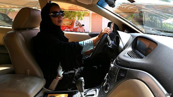 """ناشطة سعودية تعلن """"التراجع"""" عن حملة قيادة السيارات"""