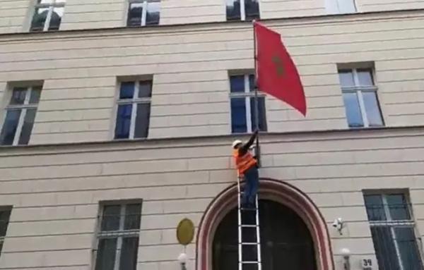 التنديد بإنزال العلم المغربي من سفارة المملكة ببرلين