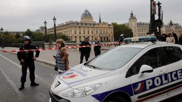 عاجل.. بعد هجوم نيس، الشرطة الفرنسية تقتل رجلا مسلحا بسكين في مدينة أفينيون