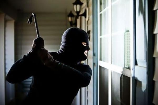 سرقة محترفة من داخل منزل مهاجر مغربي تستنفر الدرك الملكي لهذه المدينة !