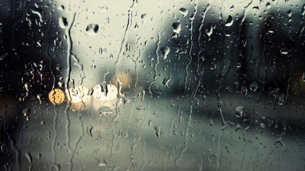 طقس الثلاثاء: أجواء غائمة وزخات مطرية متفرقة بهذه المناطق