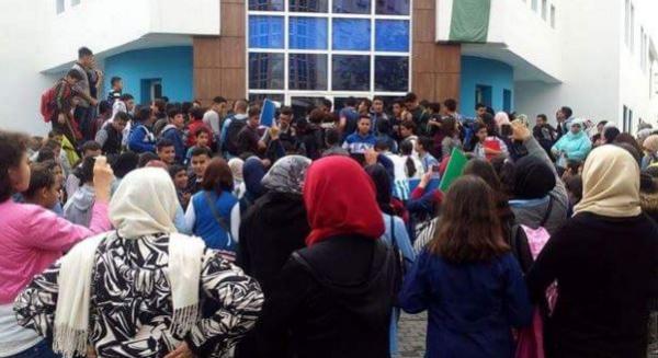 أولياء التلاميذ يحتجون بسبب توقفات الدارسة ويهددون أمزازي بالنزول للشارع (بيان)