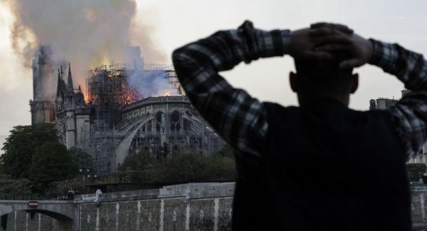 الملك يدخل على الخط في حادث الحريق الذي التهم كاتدرائية باريس وهذا ما أمر به