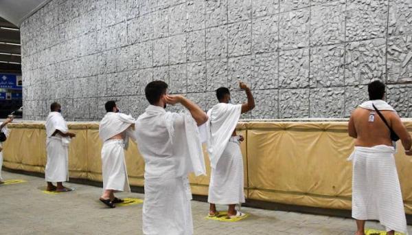 للعام الثاني تواليا...عدد محدود جدا من الحجاج يرمون جمرة العقبة في أول أيام عيد الأضحى