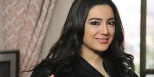 مطالب بإلقاء القبض على فنانة مغربية بسبب نصيحتها المثيرة للفتيات! (فيديو)