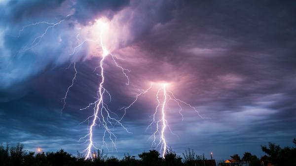 في نشرة إنذارية خاصة...الأرصاد الجوية تحذر من أمطار قوية وعاصفية بهذه المناطق