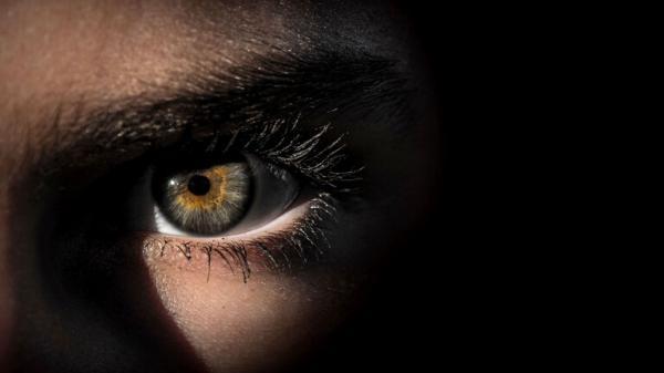 هذه العلامة في العين تدل على احتمال الإصابة بسرطان فتاك!