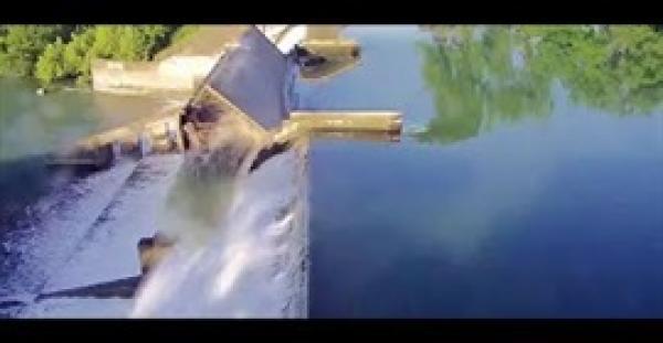 فيديو يحبس الانفاس لانهيار سد على نهر جوادلوب في الولايات المتحدة (فيديو)