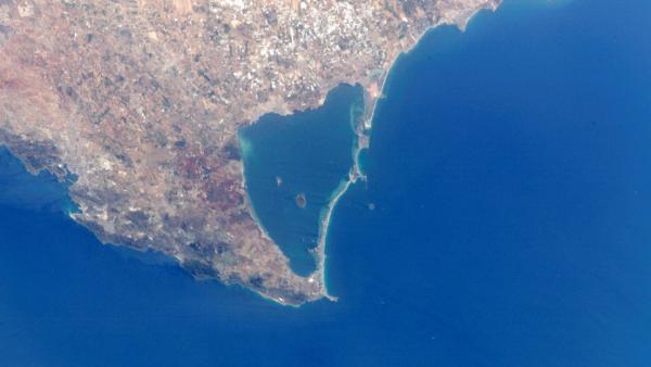سقوط طائرة إسبانية في مياه البحر الأبيض المتوسط (فيديو)